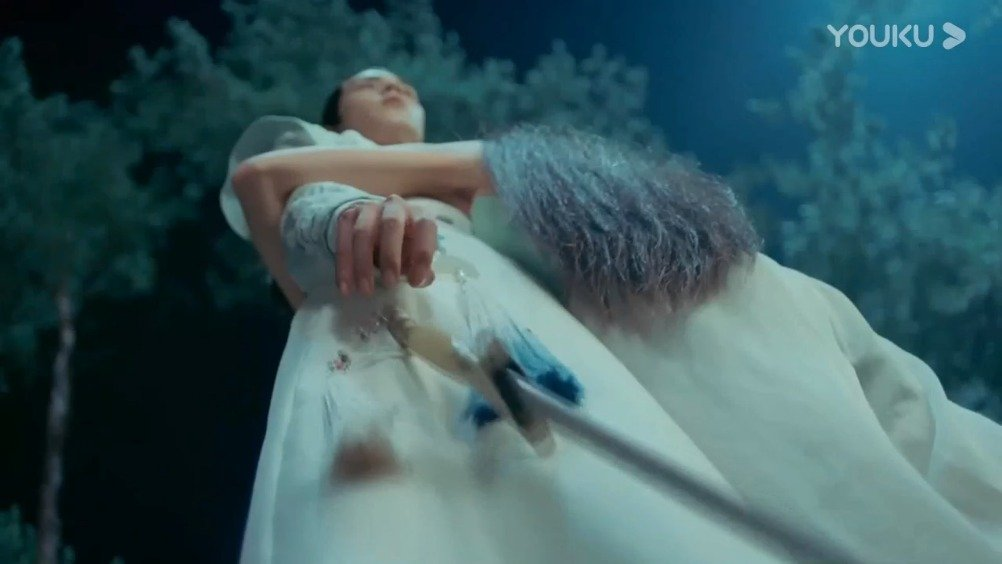 铁心兰成了小鱼儿初恋,一剑刺伤花无缺,耍的两男人团团转