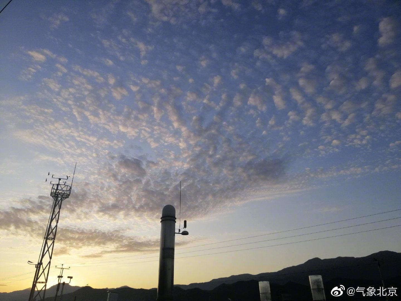 北京时间06:45,城区大部分地区气温在15~17℃左右,体感有凉意