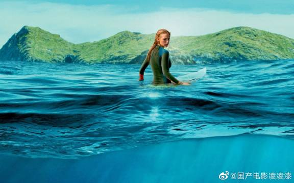《鲨滩》为了纪念母亲独自来到一个秘密海滩,面对凶残的鲨鱼