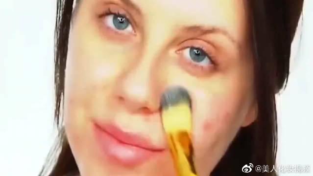 女生的脸真的不能轻易碰,因为你永远不知道她到底涂了多少层粉底液