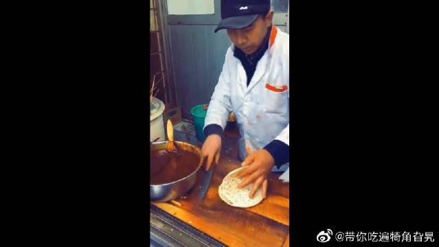 西安的美食,高陵特产之胖嫂洋芋片夹馍,看看都流口水!