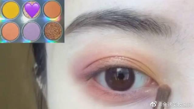 紫色眼影这样搭配不要太好看啊,快点动手学起来!