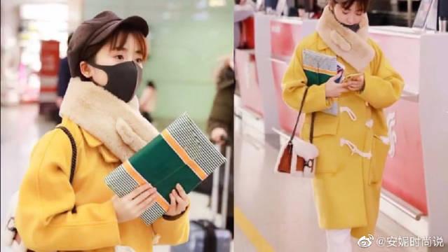 机场造型曝光,姜黄色牛角扣大衣搭贝雷帽,俏皮可爱!