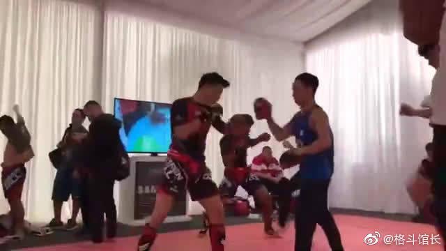MMA世界锦标赛首日比赛,功夫明星王延龙首