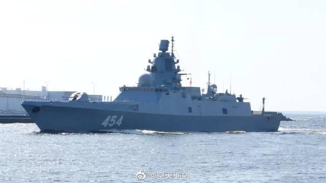 """俄罗斯摄影师拍摄的俄海军22350型护卫舰""""戈尔什科夫海军元帅""""号("""