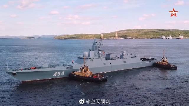 俄海军舰艇编队抵达北方舰队基地北莫尔斯克