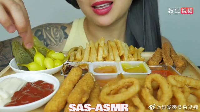 吃汉堡洋葱圈、马苏里拉棒、炸鸡薯条,纹身真漂亮。
