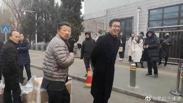 央视春晚第三次彩排现场,导演侯鸿亮孔笙现身!