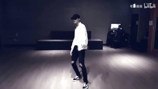 """王一博练习室舞蹈合集~真的没有比""""神的孩子在跳舞""""这句话更能形容"""