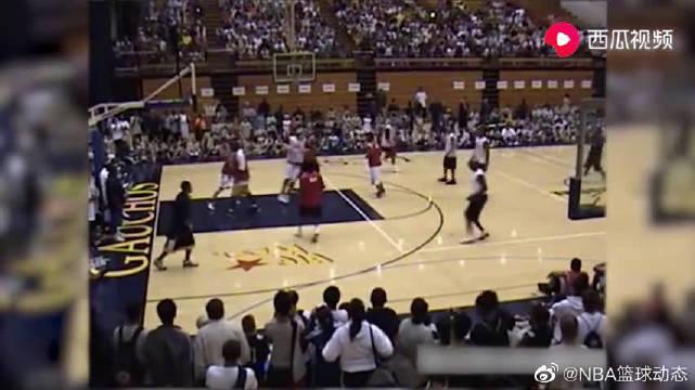 当年在自己的篮球训练营,乔丹教育OJ梅奥,这水平不比现役差