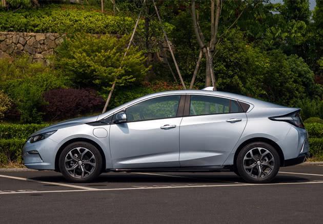 别克这次给力了,新家轿直降10万油耗1L,续航768公里!
