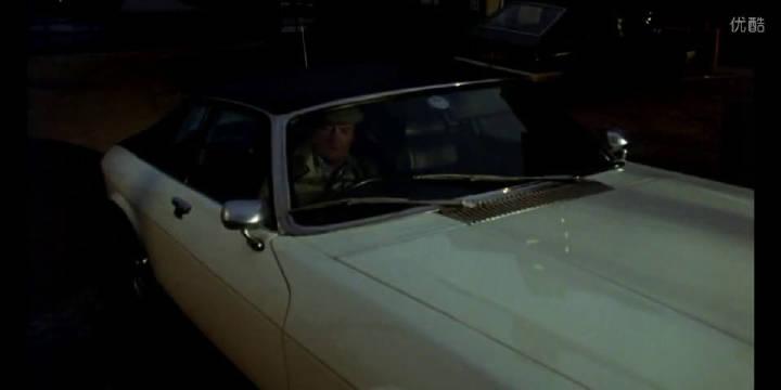 《野鹅敢死队》,罗杰摩尔炮制毒贩,大快人心。
