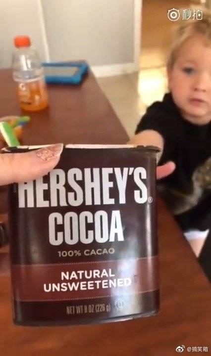 熊孩子一定要生吃可可粉,老妈无奈只能给他,结尾笑到怀疑人生