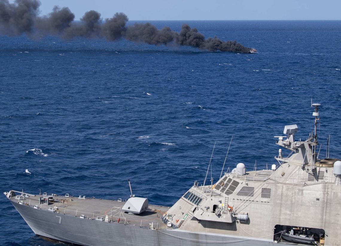 底特律号濒海战斗舰击沉一船只,取得第一个战果.....