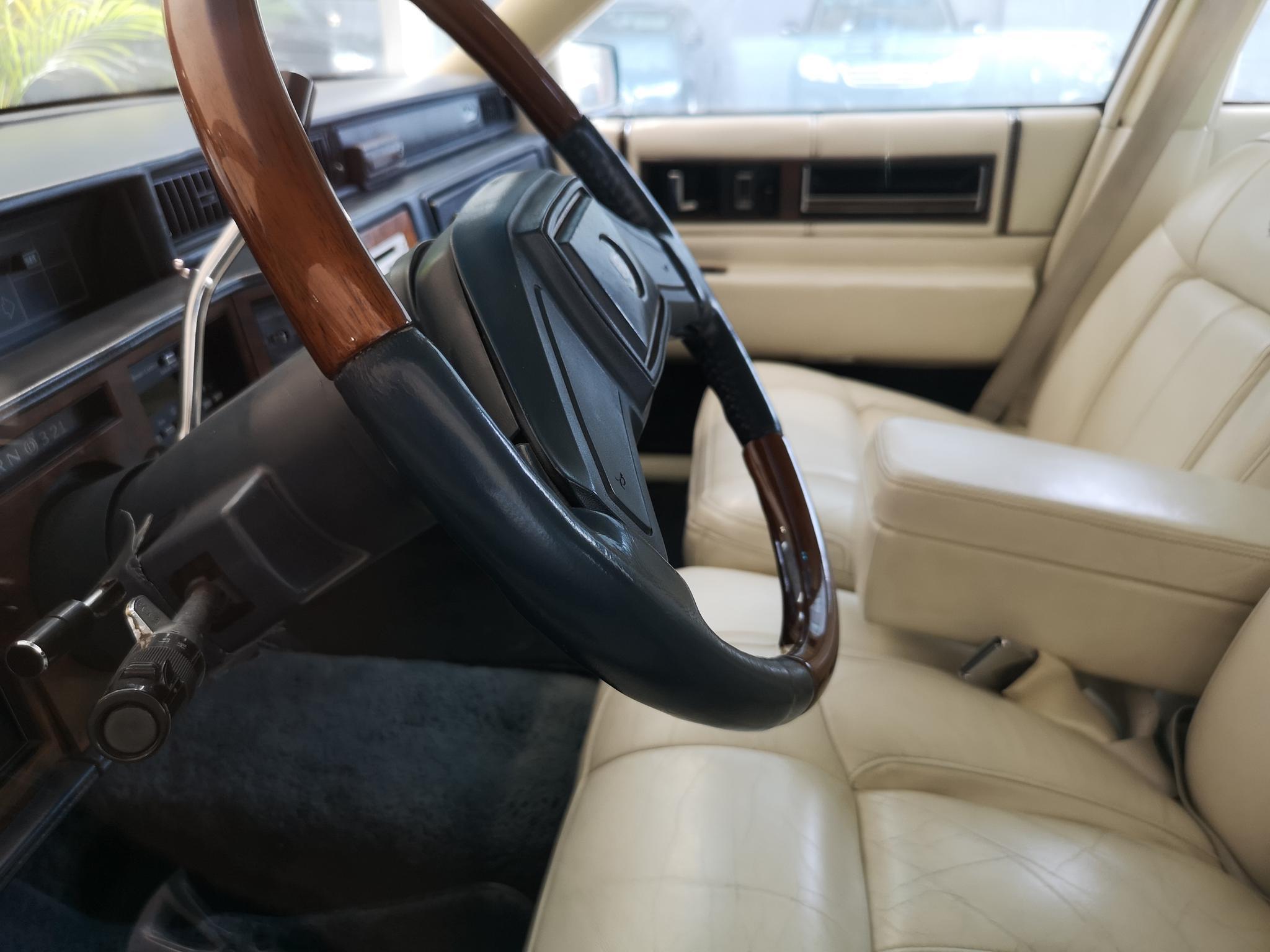 八九十年代的美系豪华 到店实拍凯迪拉克DeVille老车