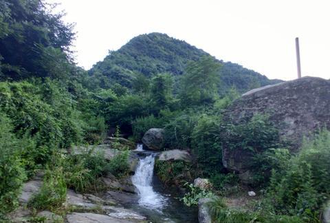 西安有一条蹚古道,古代商贾云集,近代炮火连天,如今可以爬山