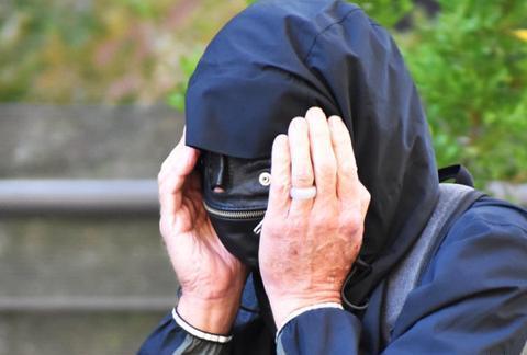 澳华裔70岁前高级警官被指蹂躏女同事胸部:提醒她衬衣太透了!