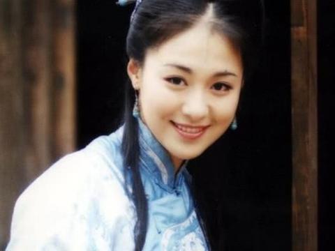 她曾是一代女神,33岁嫁给爱新觉罗后代,如今43岁幸福美满!