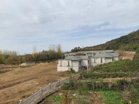 河南73栋违建别墅被没收:领导动员政府内部人员带头购买