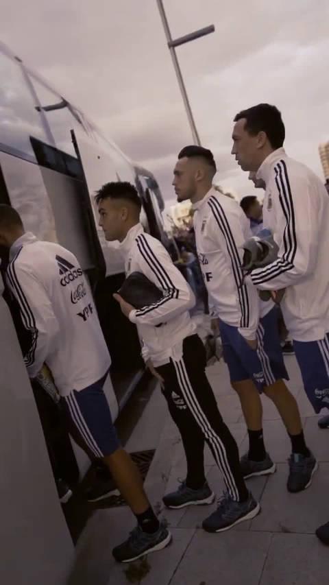 阿根廷国家队在马略卡的首次训练,梅西、阿圭罗亮相 !