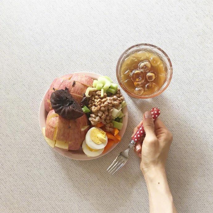今日份的健康沙拉打卡,每天饮食管理对减肥很有帮助