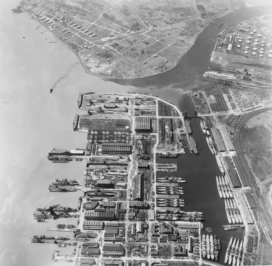1954年6月8日,费城海军造船厂和预备舰队的航拍