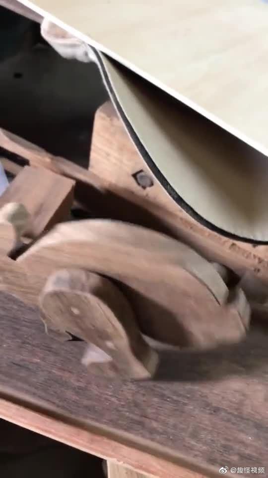 一个木匠平时做的些小玩意