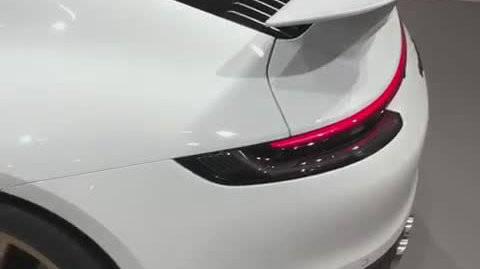 视频:波子 911 Carrera S (992) 改装方案 …… 这样子设计的固定尾翼