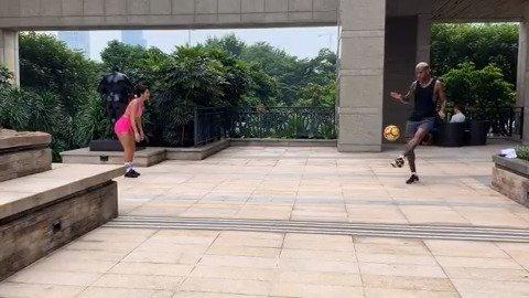 塔利斯卡自从被艺人向后,现在属于反向激发妻子的足球天赋?