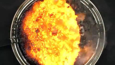 铁粉和硫磺粉混匀,加热到一端红热