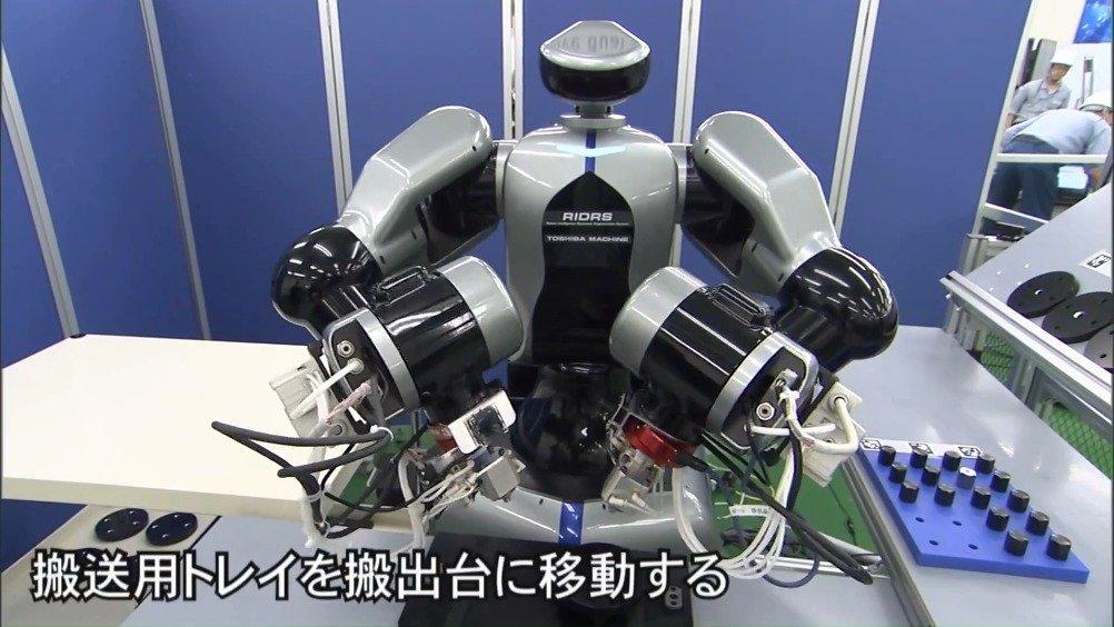 来自东芝的一款工业双臂机器人RIDRS,这手臂末端有些大。