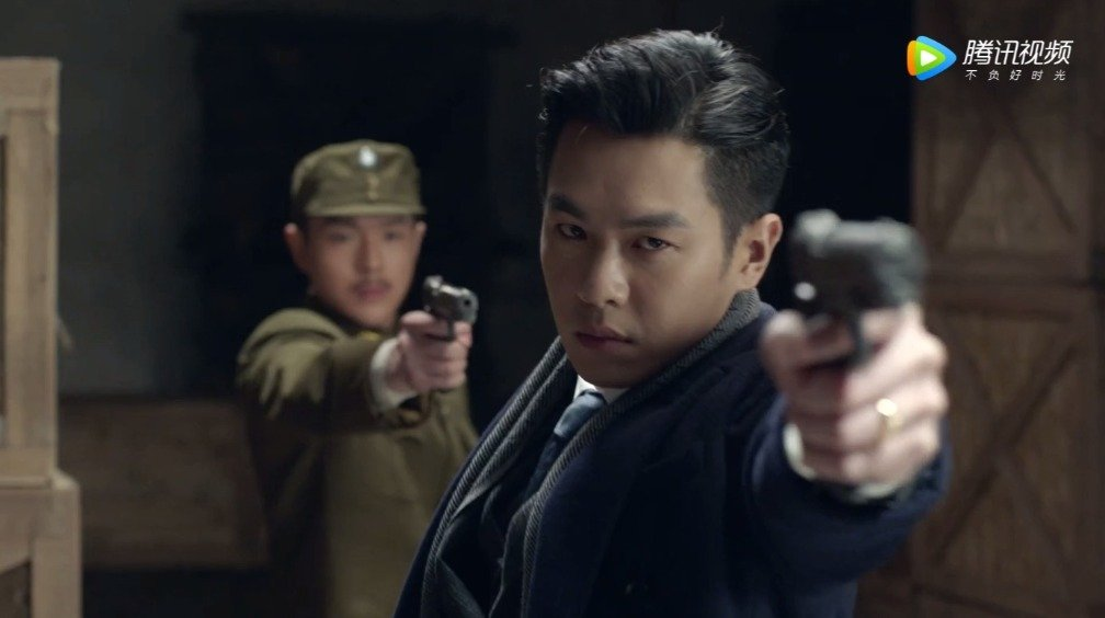 哟,这不是《雪豹》里的刘志辉和张仁杰