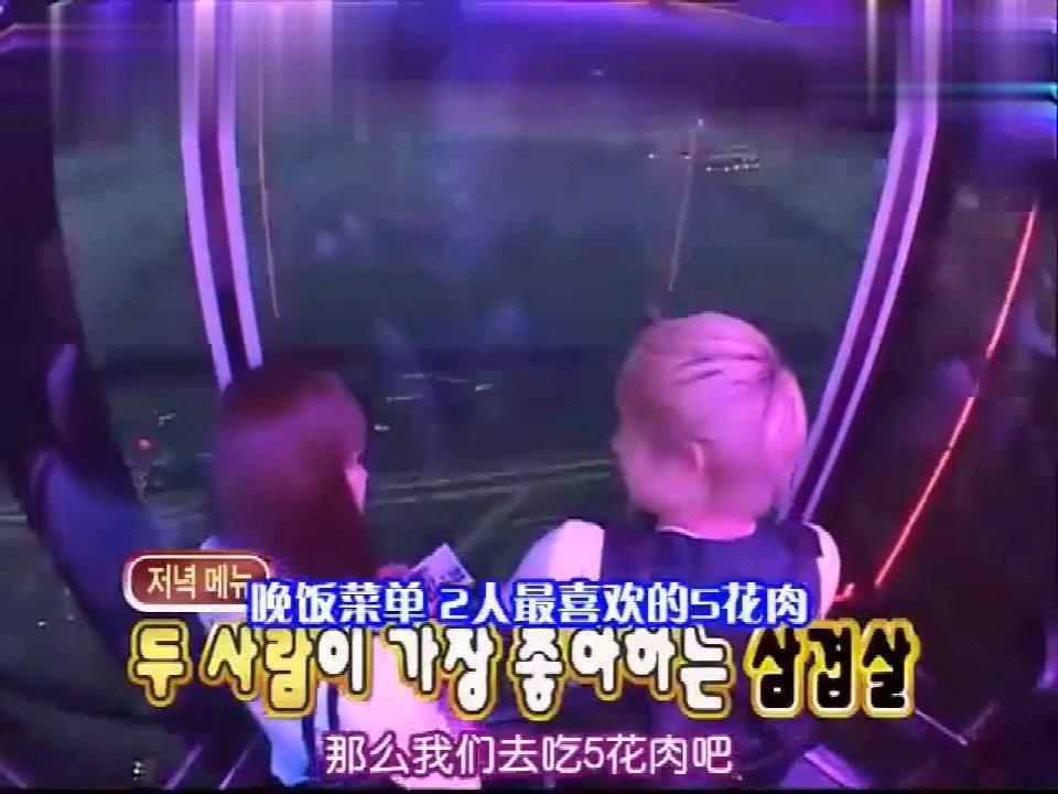 宋茜坐电梯耳朵被堵住,尼坤做出这种动作