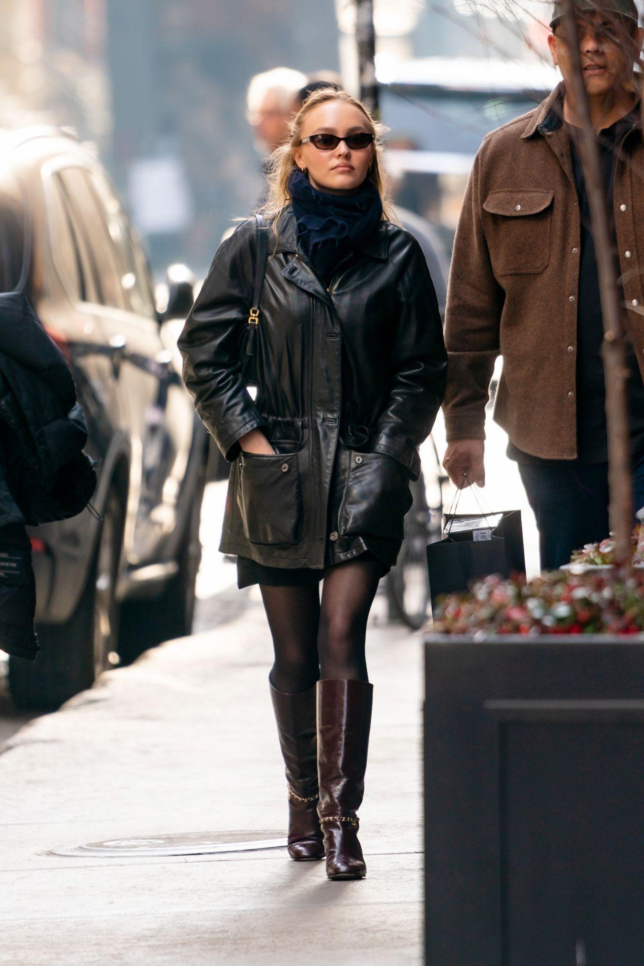 莉莉·罗斯·德普(Lily-Rose Depp)-纽约奈斯派索(Nespresso)购物01