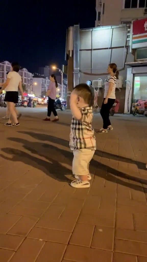 孩子被奶奶带了一段时间后之前胎教的莫扎特都白听了