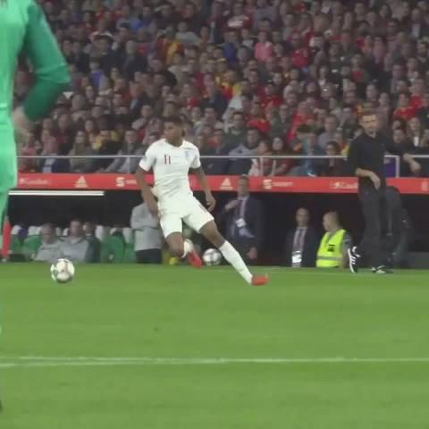 场球来欣赏一哈斯特林在英格兰队最近的疯狂表现!