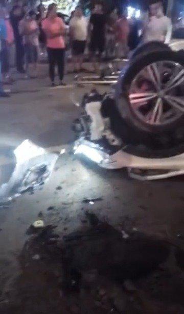 网友爆料:昨晚长春经开区武汉路一辆摩捷共享汽车发生事故。