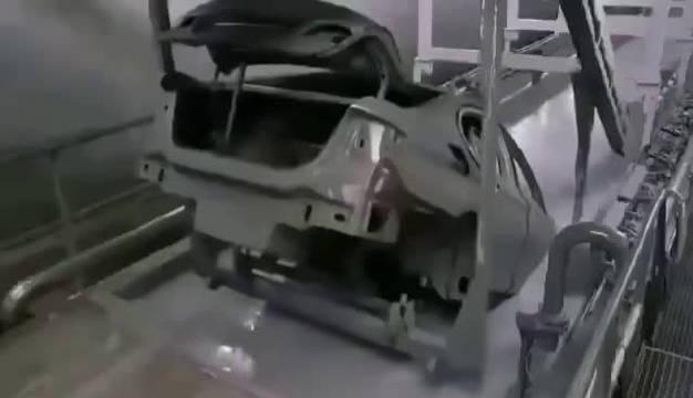 原厂车漆是这样喷涂的,后喷漆无论如何都不可能达到这个效果!