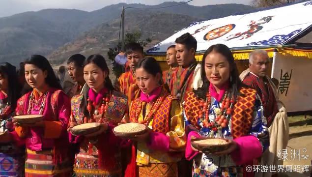 不丹美女献上新年礼物