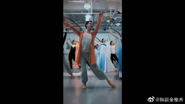 厉害了我的男舞蹈老师!你还可以再妖娆一点吗?!