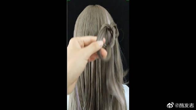 男生最喜欢女人这样扎头发,干净利落还时尚,这个发色也不错诶!