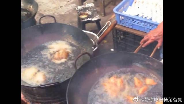小吃香炸豆腐角,外皮脆内芯嫩大爷的手法真是给我们惊了
