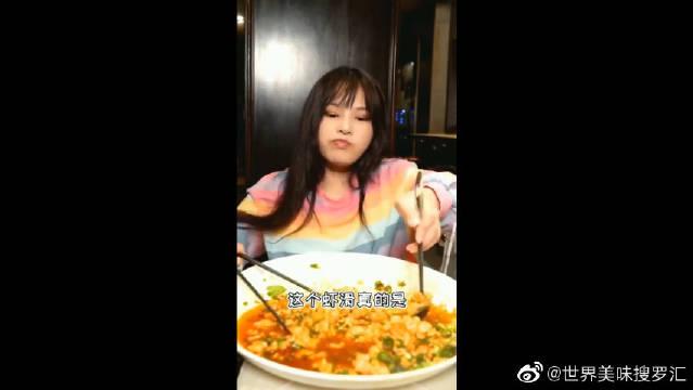 大胃王小鹿:巨型虾滑挑战失败了?反正是吃完了,颜值不重要!