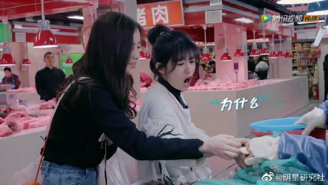 """小七逛菜市场被螃蟹夹,""""我要吃它""""超可爱"""