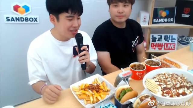 韩国大胃王豪放派donkey兄弟,吃热狗芝士面包,汉堡和炸薯条