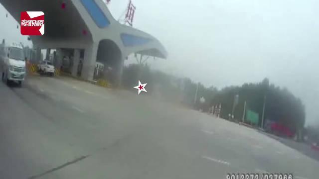 殡仪馆车辆被交警拦下司机语出惊人(星视频)