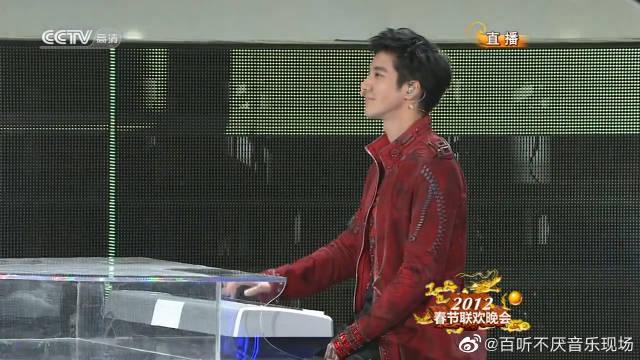 还记得王力宏李云迪《金蛇狂舞+龙的传人》的这个现场版吗
