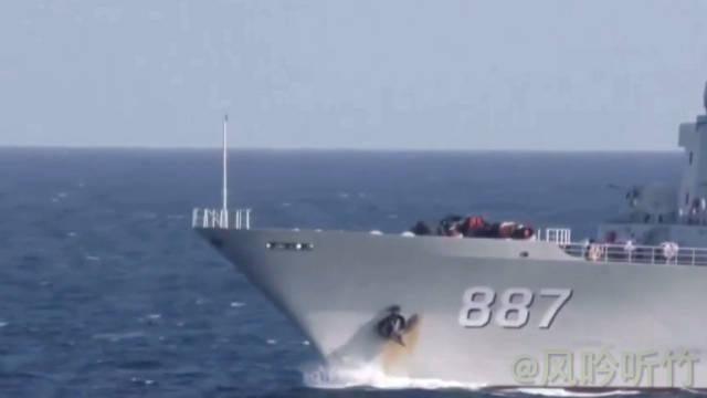 海军第34批护航编队导弹驱逐舰银川舰、综合补给舰微山湖舰在完成护送
