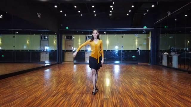 给舞蹈老师个赞,下次跳个更嗨的舞蹈