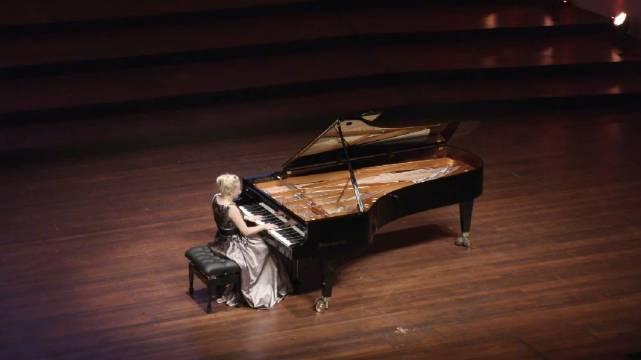 Aleksandra Mikulska钢琴演奏:肖邦 升C小调幻想即兴曲 Op. 66